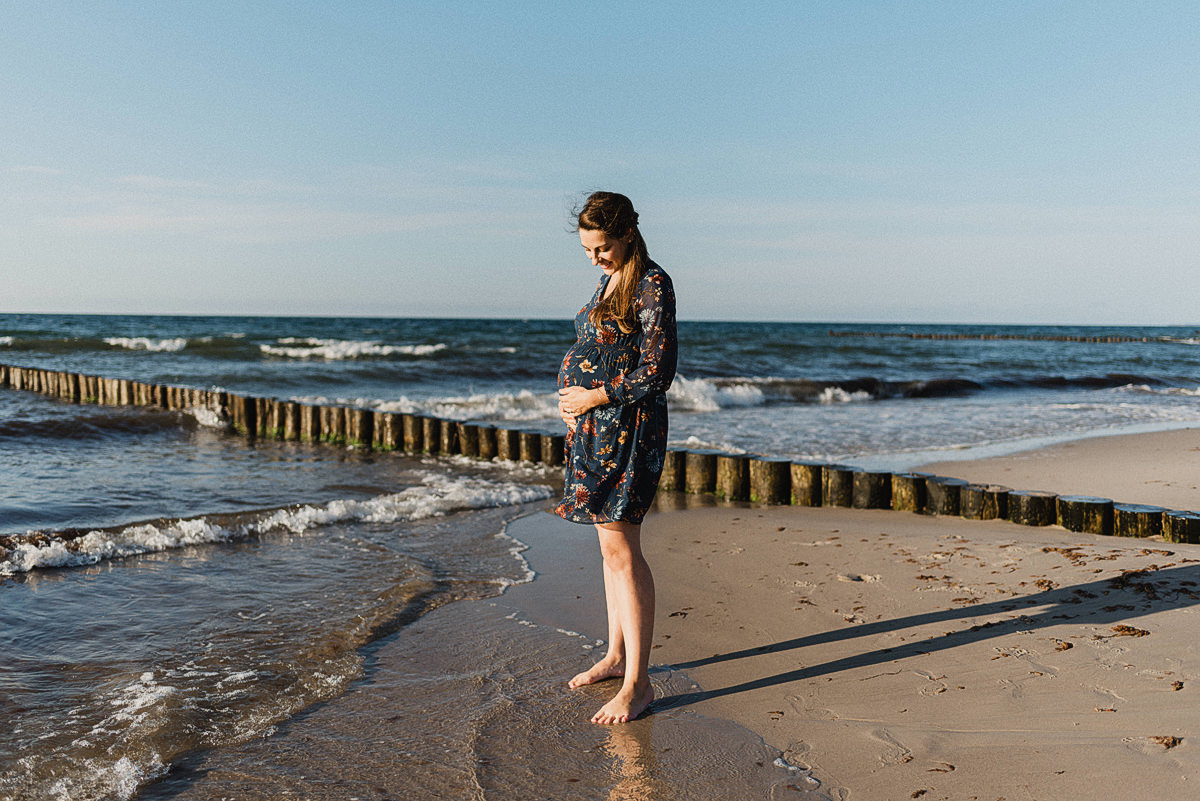 Babybauchshooting am Strand in Graal Müritz - Fotografin für Babybauch u Schwangerschaft in Rostock und Warnemünde