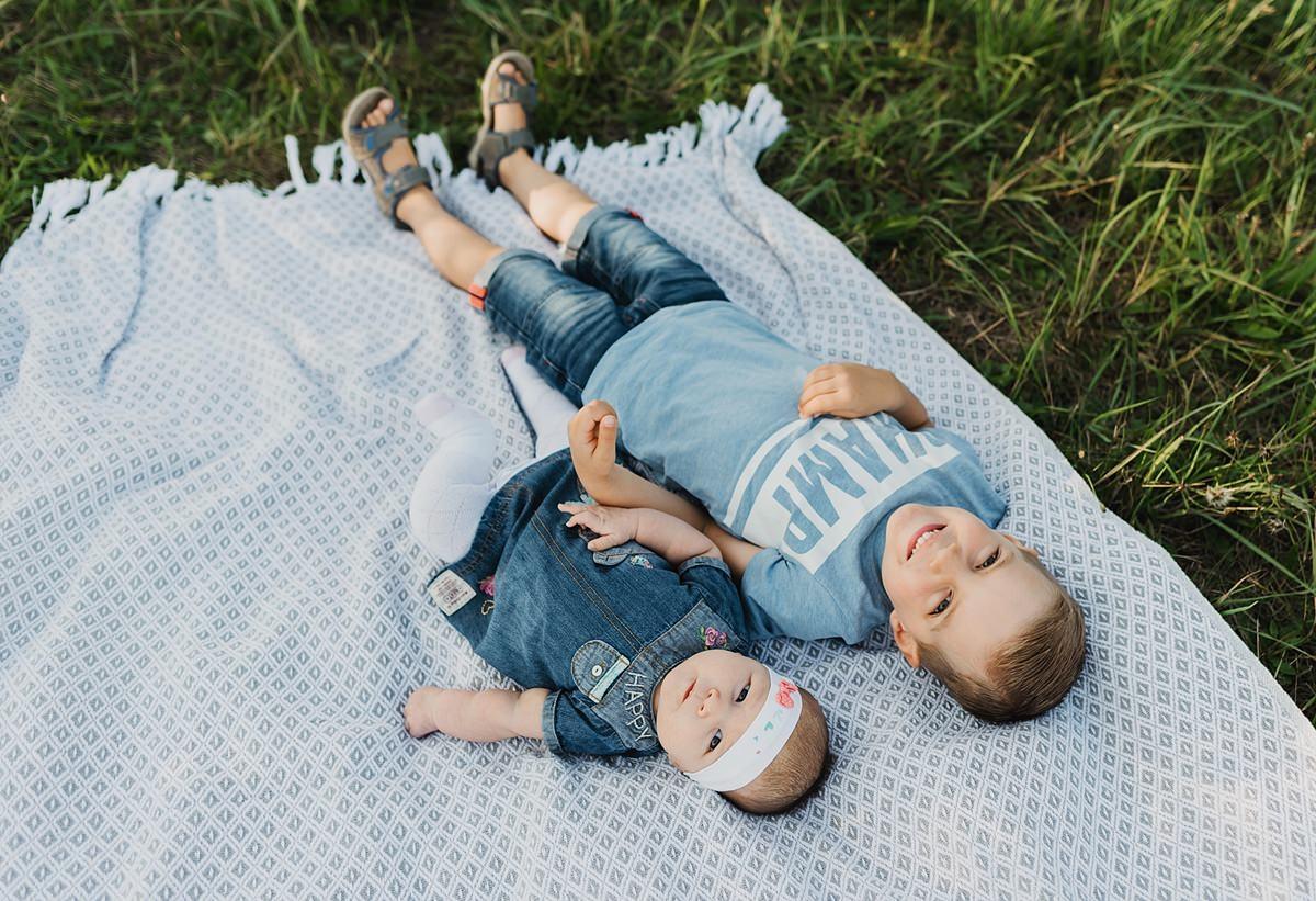 Fotografin für Familienbilder und Babyfotos auf Rügen - Familienshooting in Altefähr auf der schönen Insel Rügen - Familienshooting im Urlaub auf Rügen