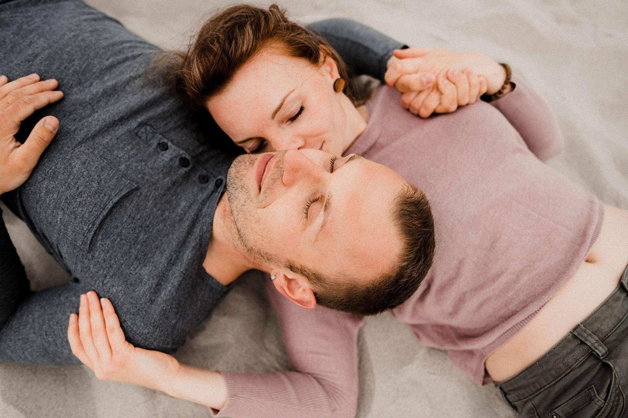 gefühlvolle Paarfotografie an der Ostsee - Bucht ein Paarshooting auf dem Darß