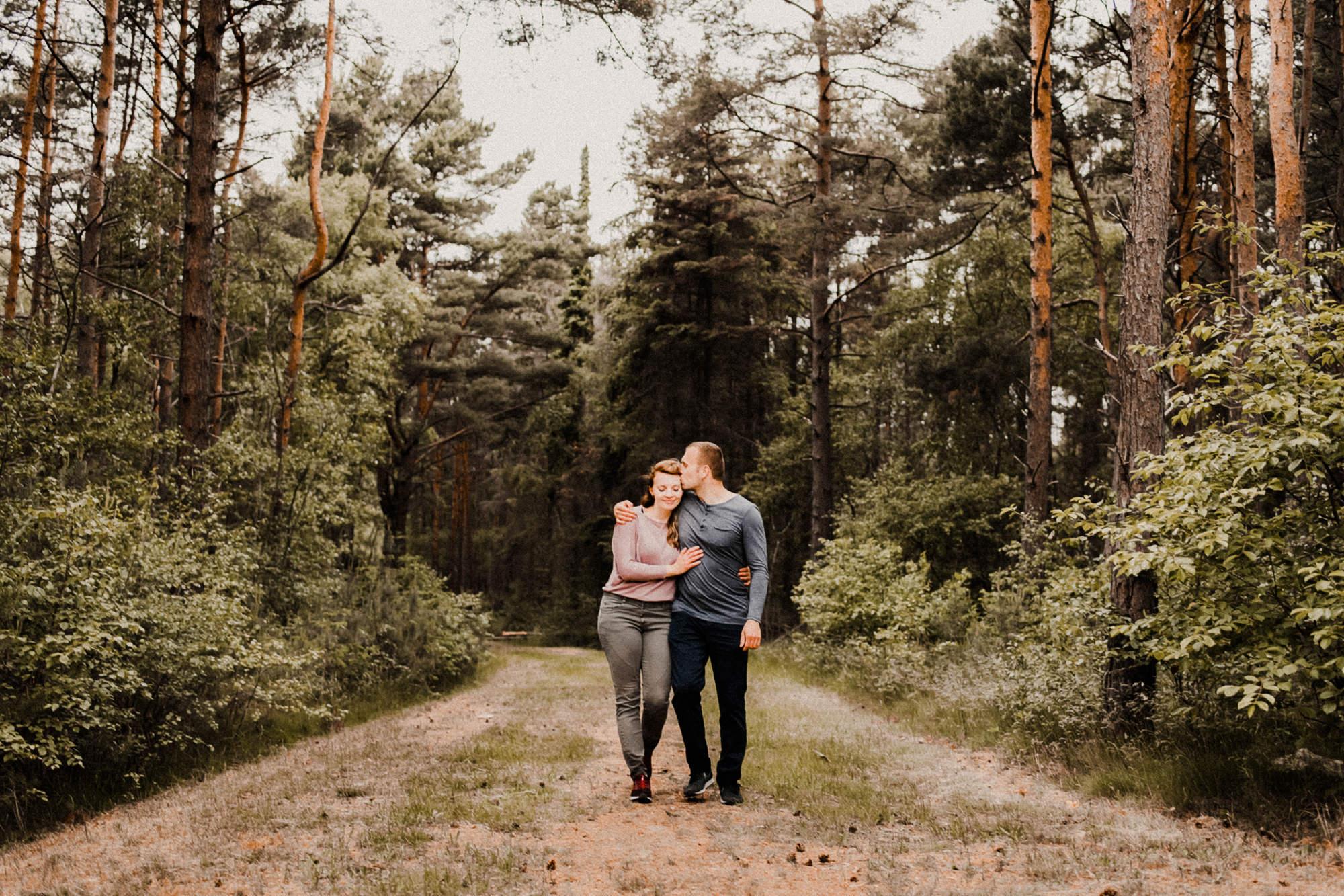 Pärchenfotografie - Darß - Zingst - Paarshooting - Wald - Dünen