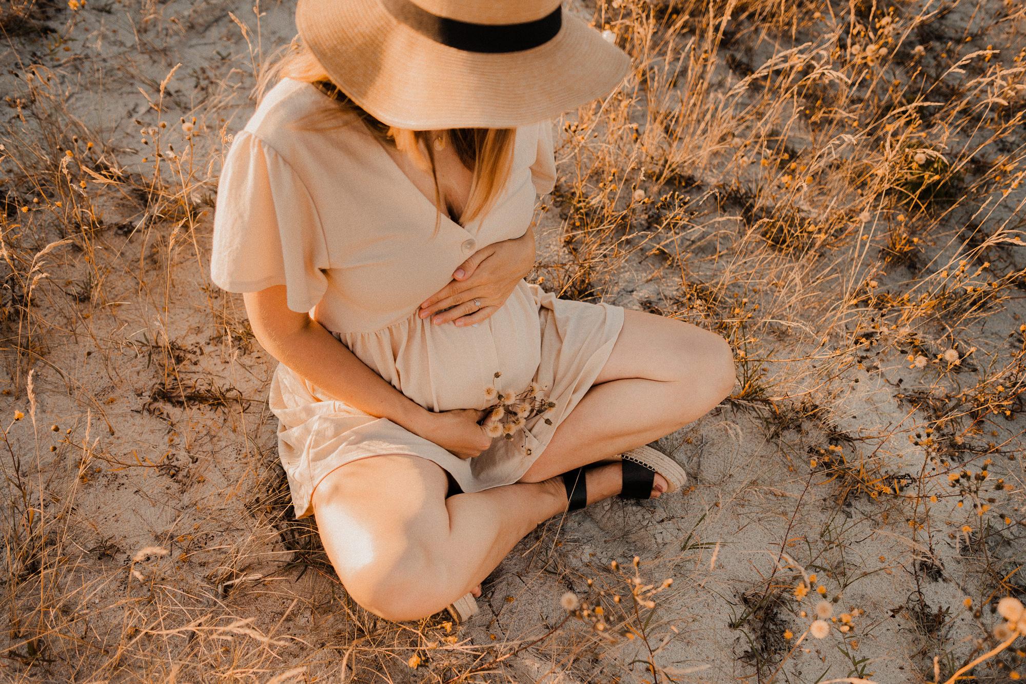 Babybauchshooting im Sonnenuntergang an der Ostsee - Babybauch Fotoshooting Fischland Darß