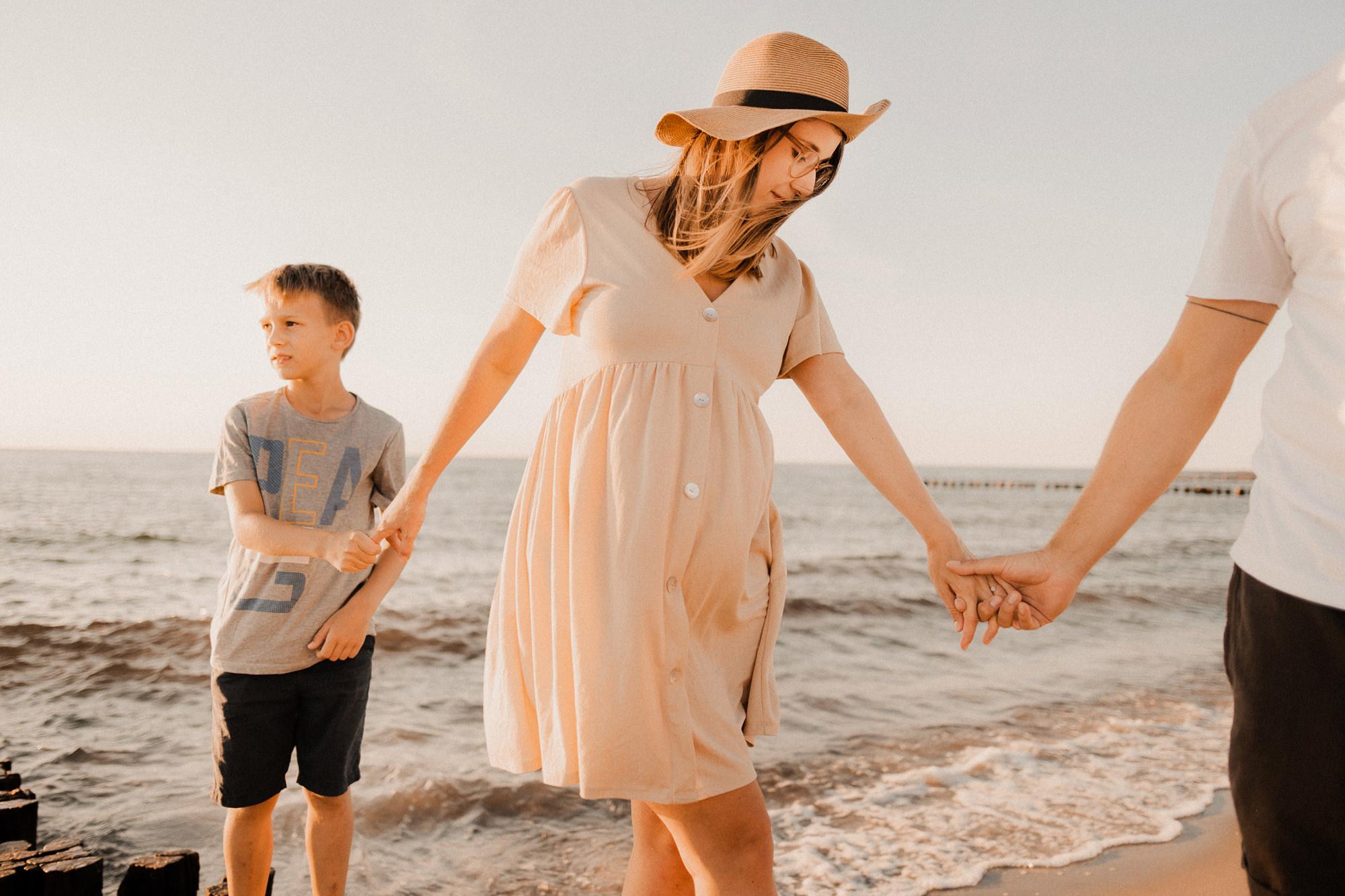 Familienshooting in Wustrow - Familienportraits auf dem Darß - Familienfotograf Dierhagen - Fotoshooting in Zingst am Strand