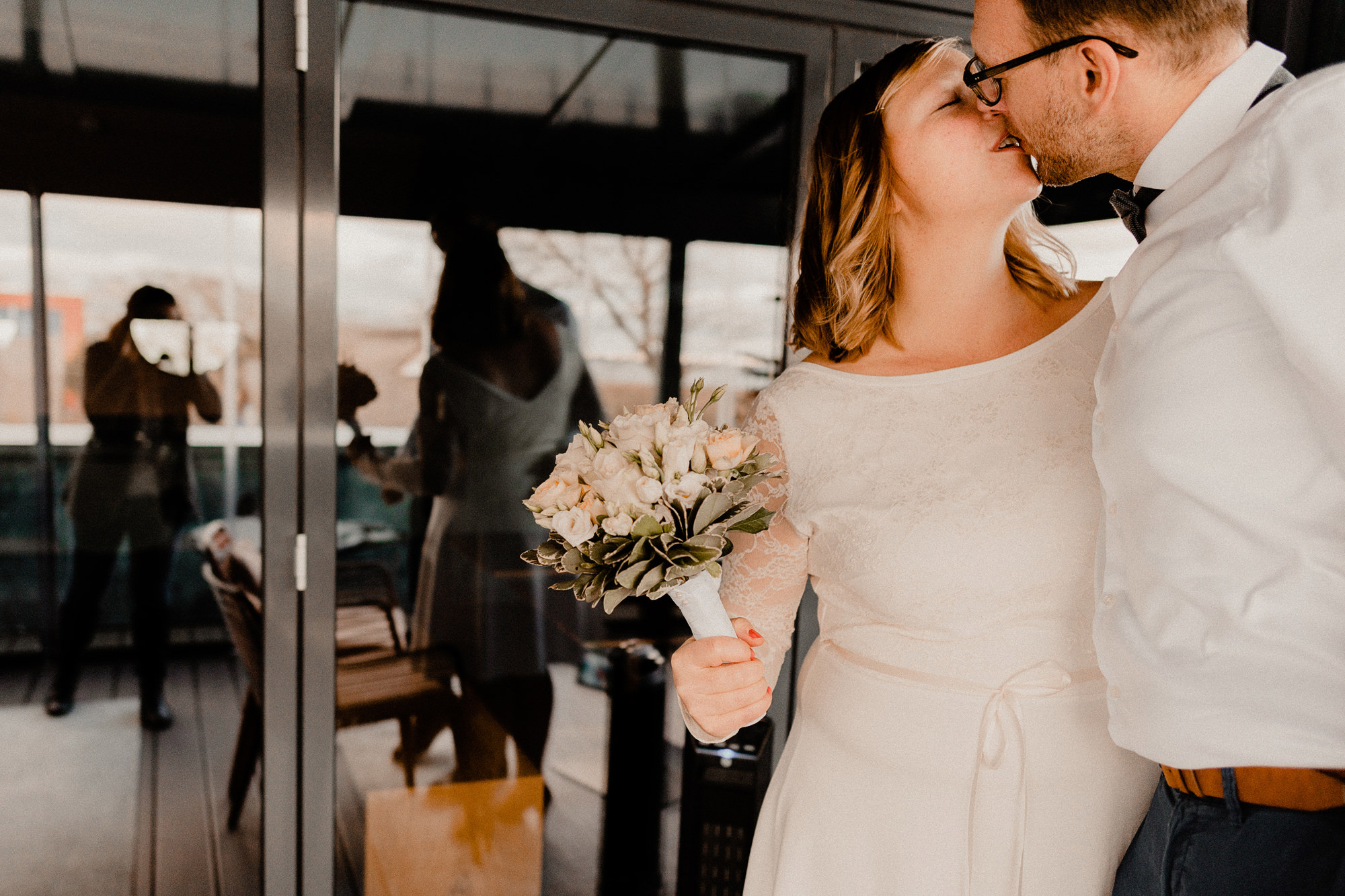 Hochzeitsfotograf Darß - Hochzeit Kuenstlerquartier Seezeichen Ahrenshoop - Fotograf Ahrenshoop - Bautpaarfotografie - Hochzeit zu zweit - Winterhochzeit Ostsee - Hochzeitsfotograf Ostsee