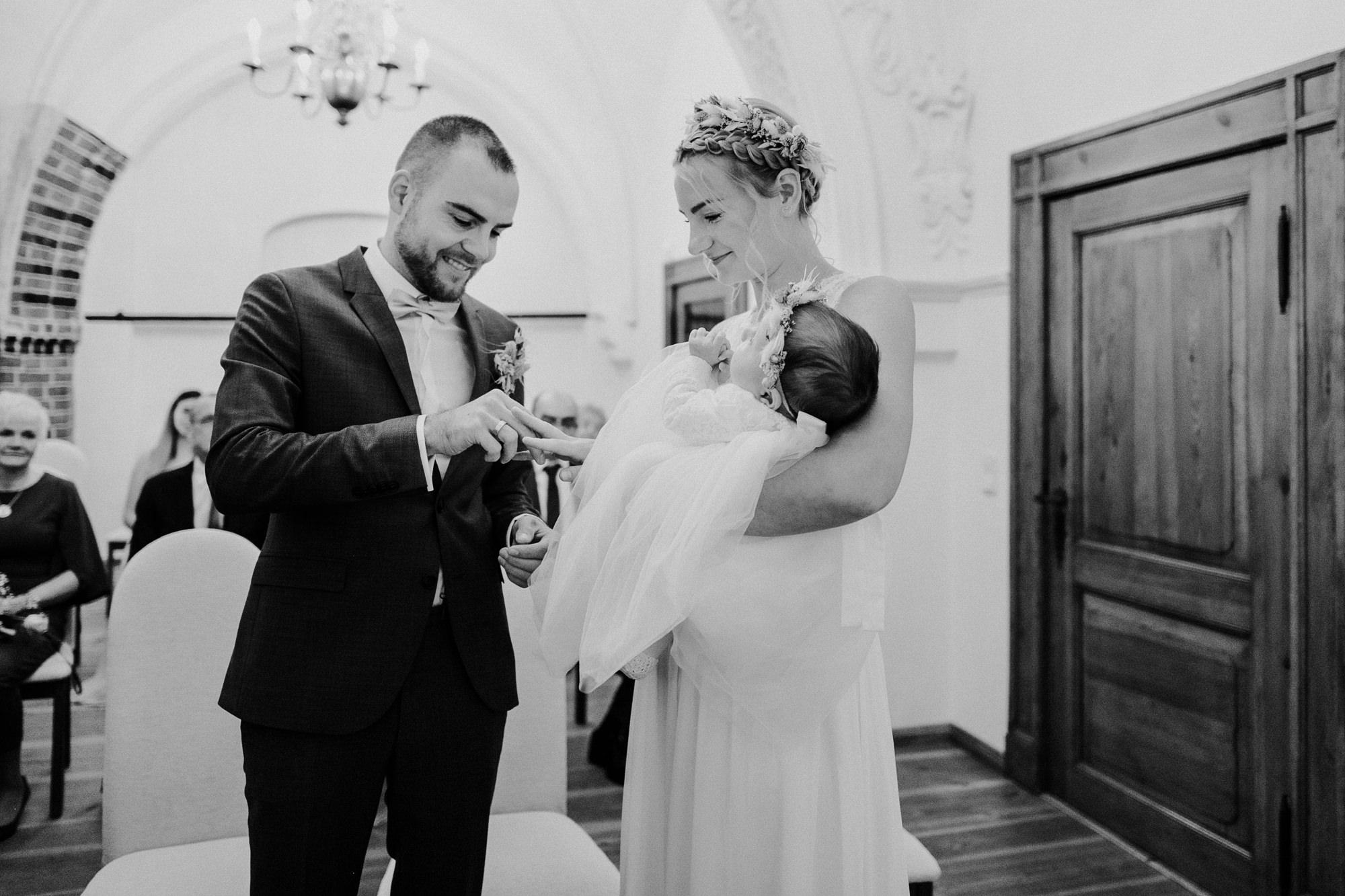 Hochzeit im Standesamt Stralsund - Heiraten an der Ostsee auf Rügen - Hochzeitsfotografie - Hochzeitsfeier Minimanufaktur Parow