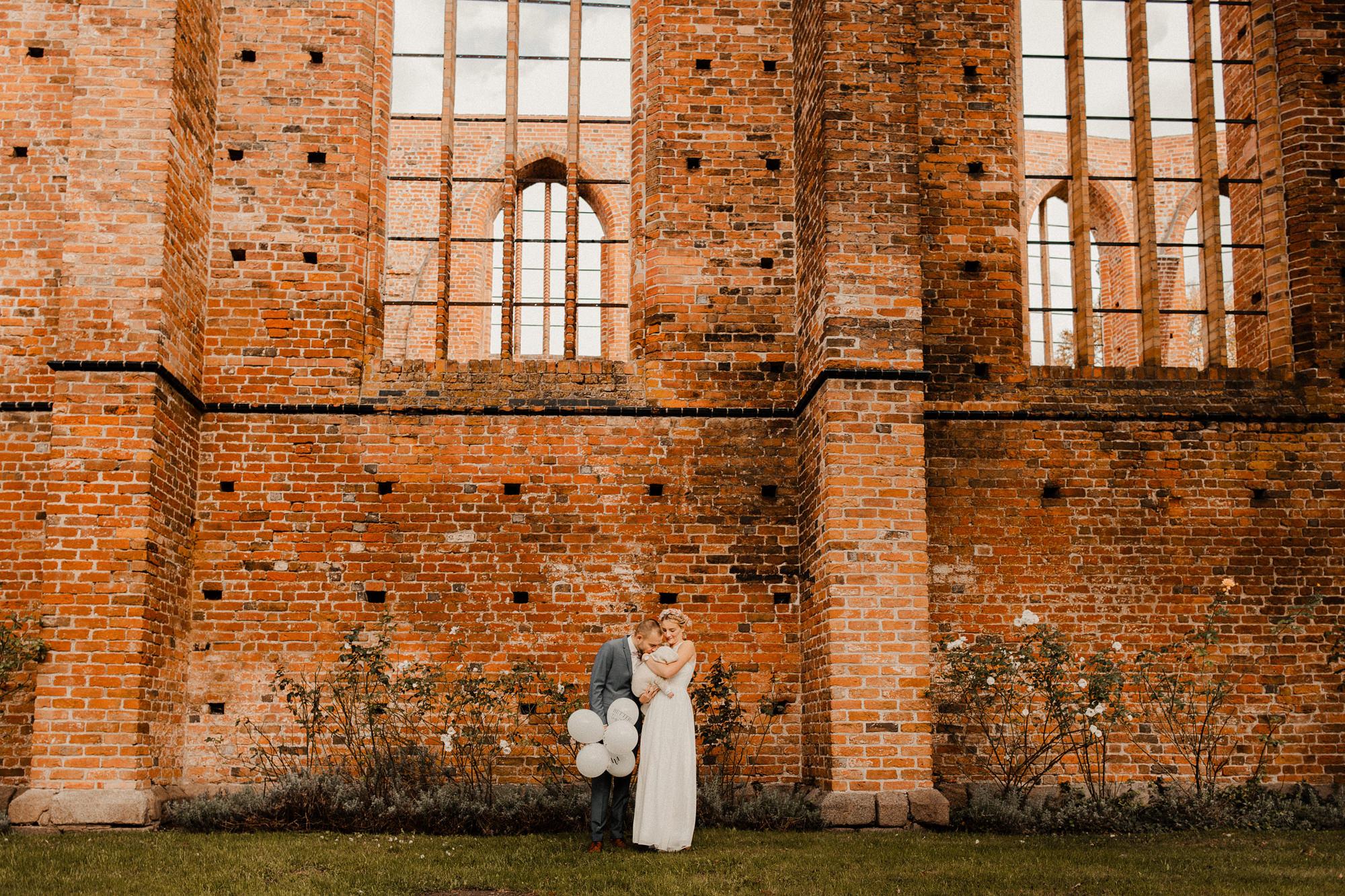 Hochzeitsfotos - Johanniskloster - Stralsund - Brautpaar - Hochzeitsfotos - Baby - Heiraten - Standesamt - Stralsund